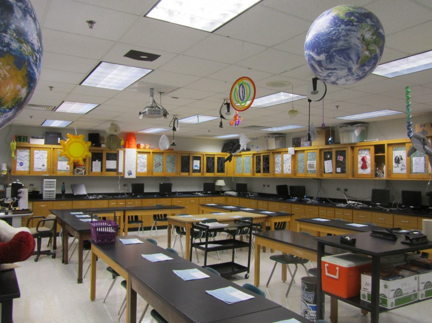 Decorate Science Classroom ~ Classroom photos of mr dyre s high school science lab